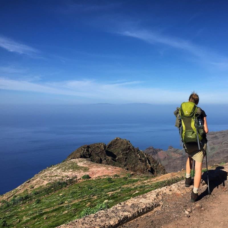Auf Etappe 2 - Blick bis auf die Nachbarinsel La Palma