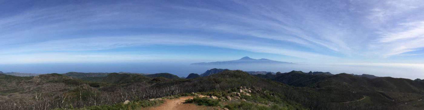 Blick zur Nachbarinsel Teneriffa mit dem Teide